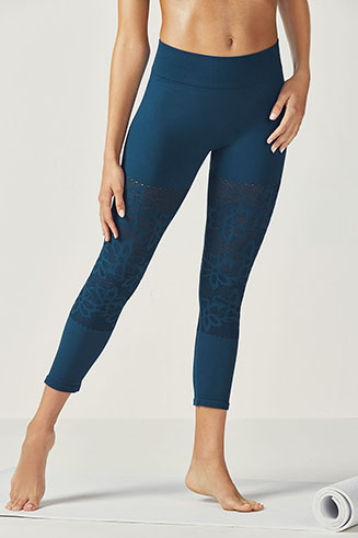 Jeanine Seamless Capri Tight