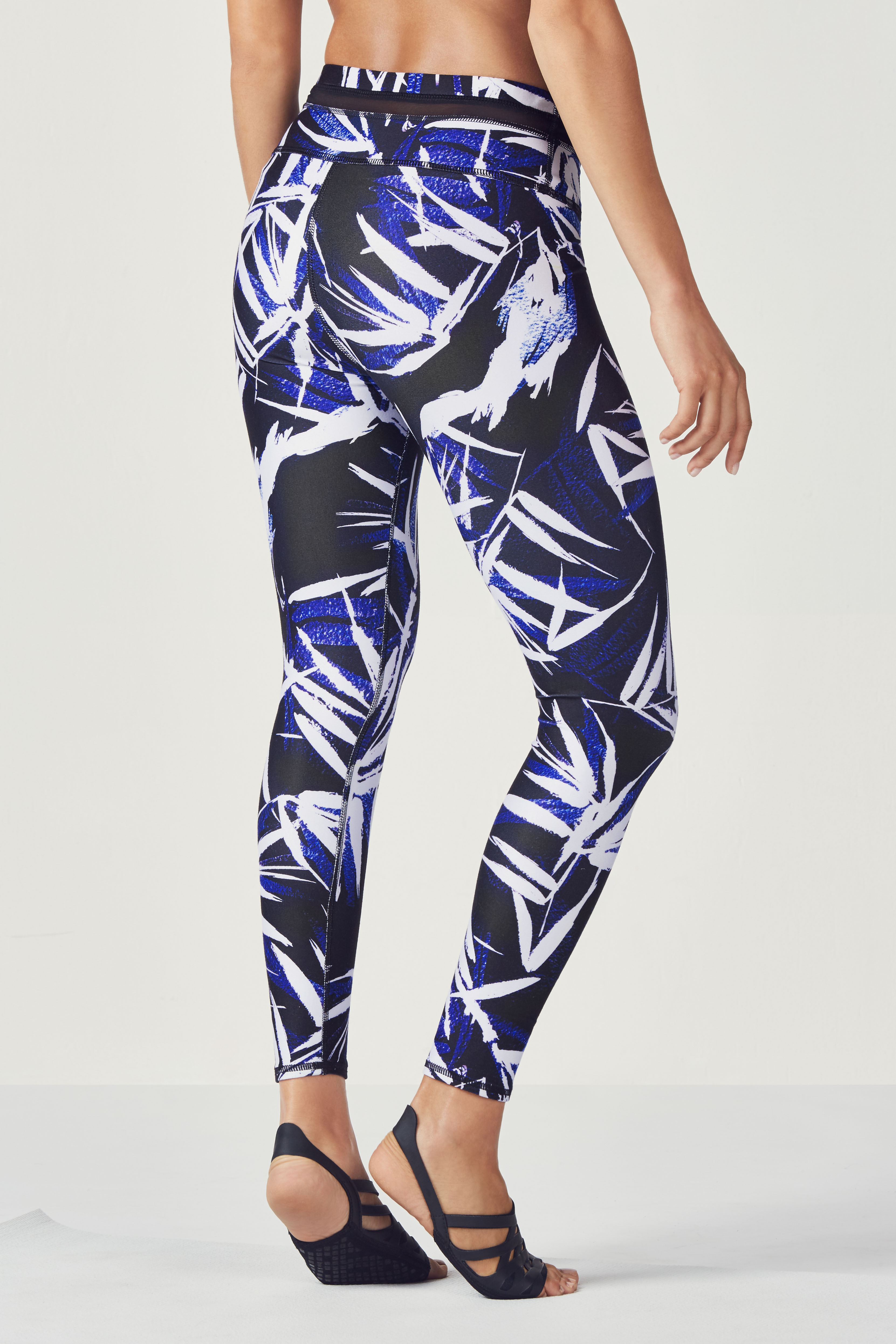 legging taille haute 7 8 darby en la palma print black v tements de sport fabletics. Black Bedroom Furniture Sets. Home Design Ideas